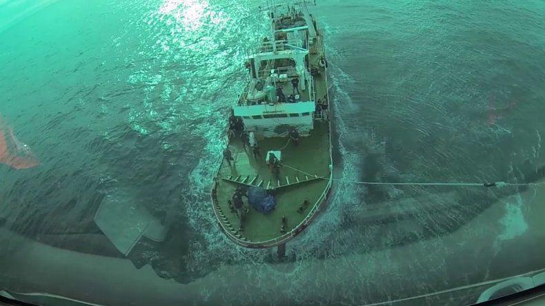 Prefectura aeroevacuó a tripulante que navegaba cerca de Comodoro
