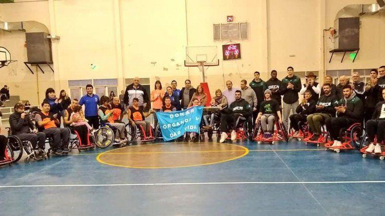 Gimnasia compartió entrenamiento con equipo de básquet adaptado