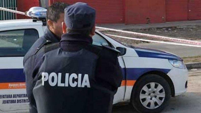 Mataron a tiros a un policía durante un asalto
