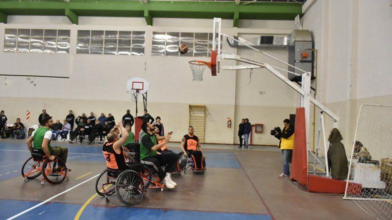 El equipo de básquet adaptado y el de Gimnasia y Esgrima de la Liga Nacional fueron los protagonistas del sábado por la tarde en el SUM de la escuela 731.