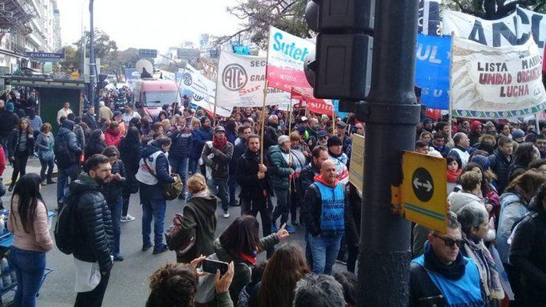 Movilización en las calles de Buenos Aires en solidaridad con docentes de Comodoro