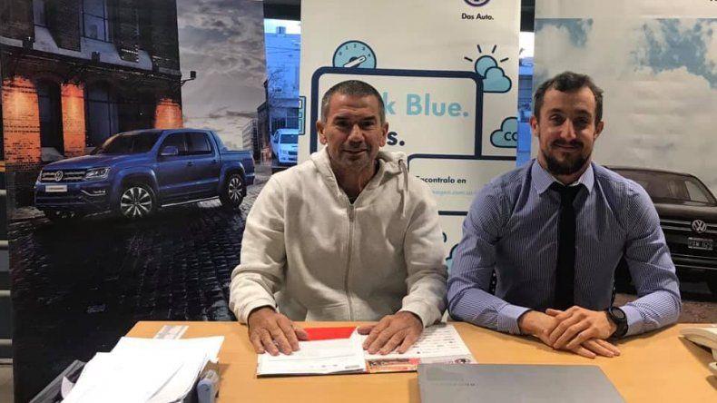 Mario Sosa y Martín Alarcón durante la presentación del duatlón Comercial Automotor que se realizará el domingo.