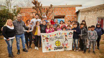 Braian, acompañado por Pala Pareto en el merendero Los Pepitos, su nuevo proyecto social.