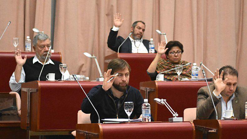 Por iniciativa de Blas Meza Evans se aprobó la interpelación al ministro Federico Massoni.