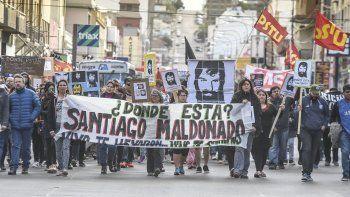 Una de las periódicas marchas realizadas durante 2017 en Comodoro Rivadavia para reclamar por la aparición de Santiago Maldonado. La imagen corresponde a una manifestación del 1 de octubre de ese año.