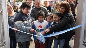 Con el tradicional corte de cintas quedó inaugurada la sede de la Asociación Civil Somos Azules.