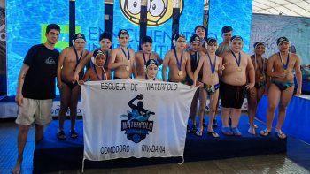 Los chicos del waterpolo del Club Huergo que participaron de un encuentro nacional.