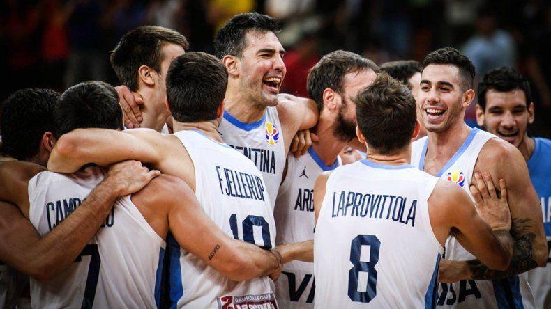 Los jugadores de la selección argentina festejan la histórica clasificación a las semifinales del Mundial.