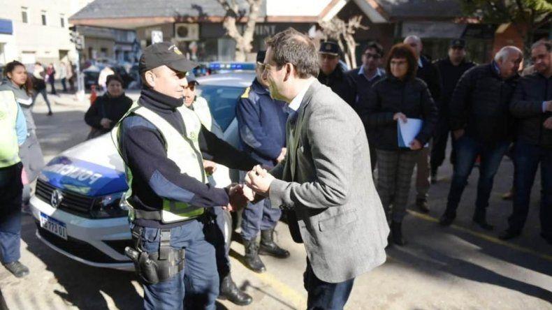 El viceintendente Luque participó del acto de entrega de móviles para la Policía.