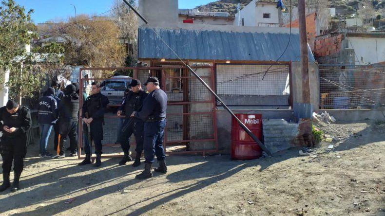 Se resistieron a un allanamiento en el Pietrobelli y agredieron a un policía