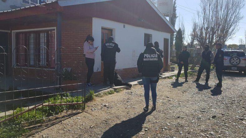 Allanan viviendas de delegados de la UOCRA y secuestran elementos robados