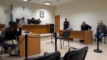 El tribunal declaró a A.E.O. penalmente responsable de los delitos que se le imputaron en el juicio.