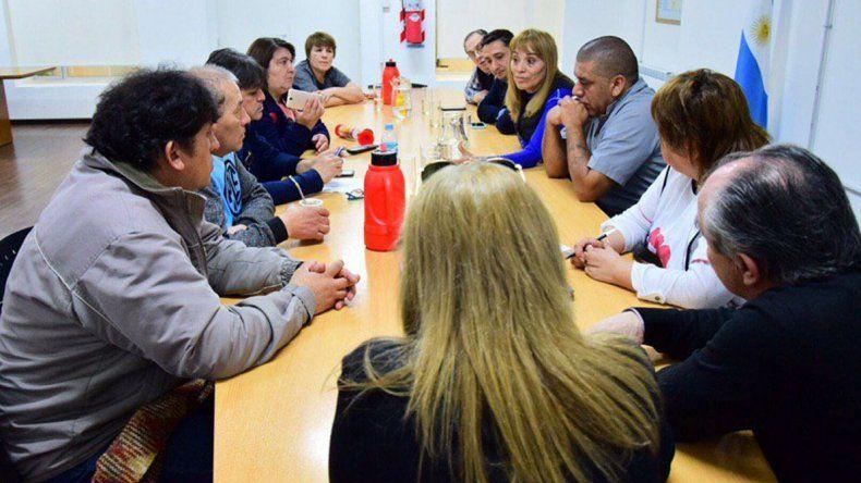 Concejales recibieron el viernes a representantes de los trabajadores de la salud que continúan de paro.
