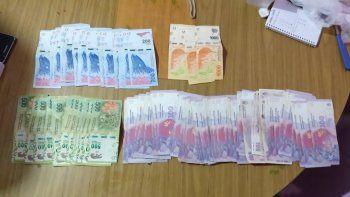 tres detenidos por vender droga