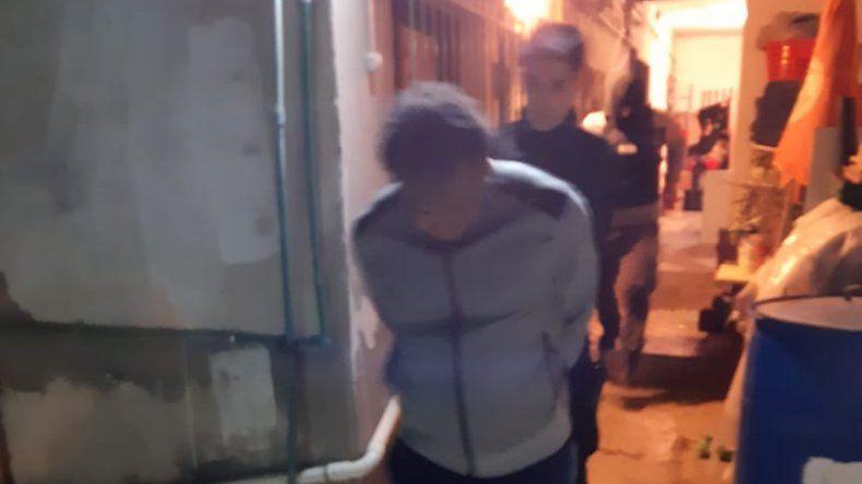Tres detenidos por vender droga; dos de ellos son dominicanos