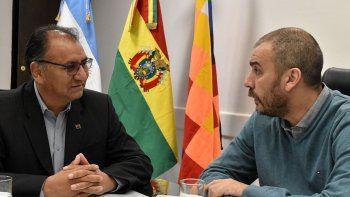 El embajador de Bolivia, Santos Javier Tito Véliz, recibió una afectuosa bienvenida por parte del intendente Facundo Prades.