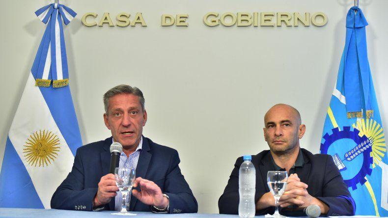 En medio de la crisis Arcioni presentó un proyecto para aumentarse un 100% el sueldo