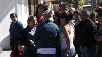 Las hermanas de Cielo López se acercaron al lugar del allanamiento. Foto: Florencia Salto