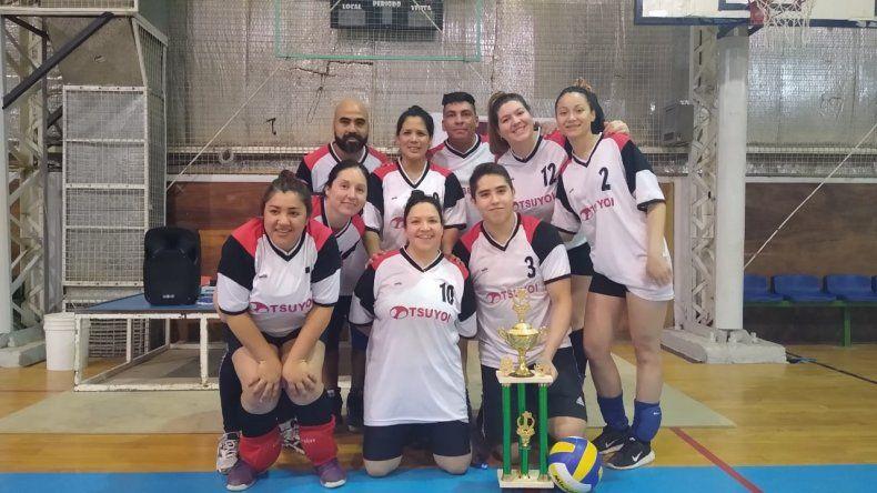 Generación Dorada fue el mejor equipo de la competencia de vóley mixto y libre que llevó a cabo Savio en el municipal 2.