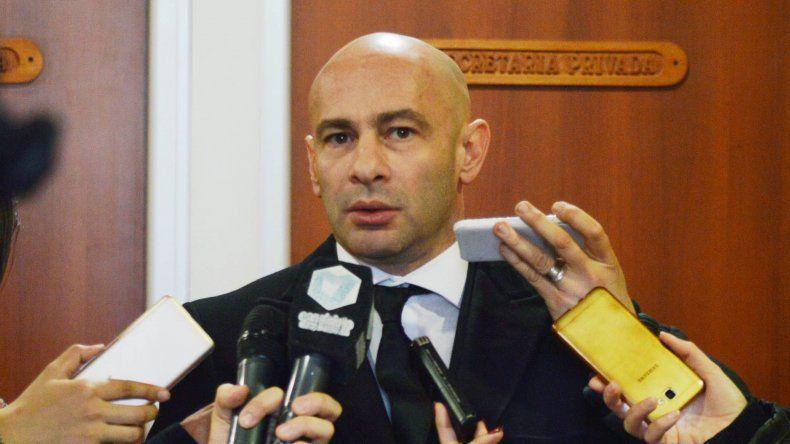El ministro Massoni quiso apremiar a los diputados y lo tildaron de impertinente.