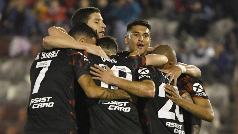 River y Godoy Cruz buscan esta noche los cuartos de final de la Copa Argentina