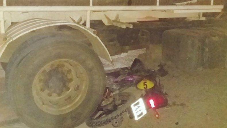 Fueron atropellados por un camión y su bebé permanece internado
