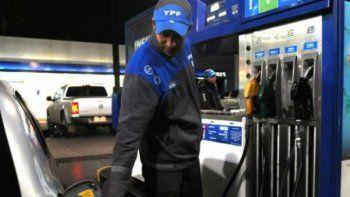 Desde el primer minuto de hoy las petroleras aumentaron en un 4 por ciento el precio de las naftas y diesel.