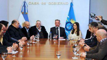 Mariano Arcioni al reunirse ayer con su gabinete.