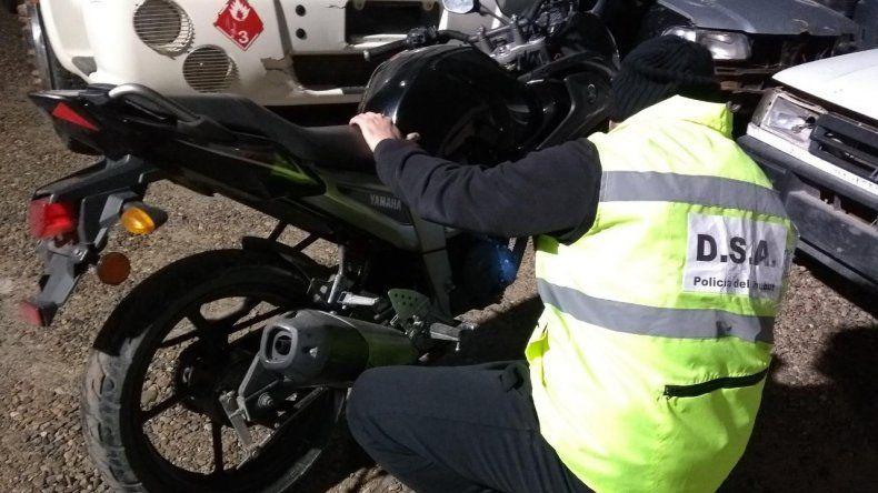En un taller mecánico secuestraron una moto robada