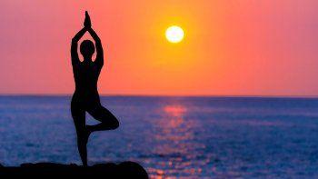 realizaran una clase de yoga para ayudar al hospital regional