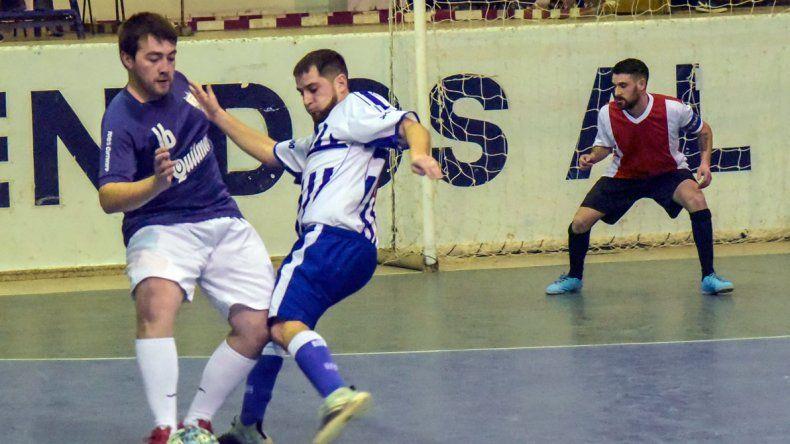 El torneo Clausura de futbol de salón de la Comisión Principal continuará esta tarde jugándose en el gimnasio de la ex ENET 1.