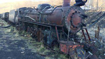 Esta es una de las antiguas locomotoras que forman parte del patrimonio histórico de Río Turbio.