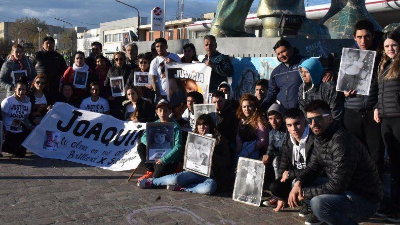 Al concluir la marcha pidiendo justicia por la muerte del pequeño Joaquín Rúa
