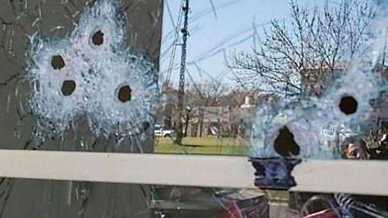Un policía baleó a su expareja y a otras tres mujeres