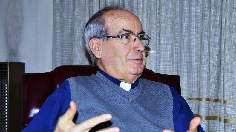 El obispo Gimeno Lahoz se mostró predispuesto a participar de una mesa de negociaciones que aporte soluciones al largo conflicto que mantiene Arcioni con los estatales.