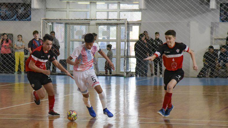 Sáenz Peña derrotó 2-1 a Arsenal por el Nacional de Clubes Infantiles de fútbol de salón.
