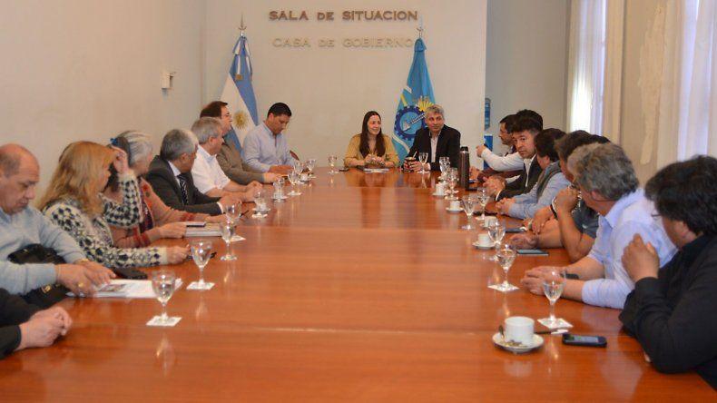 Paulo Casutti y Mariana Vega mantuvieron una reunión con intendentes y jefes comunales.