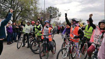 Unieron la provincia en bicicleta en memoria de las maestras de Comodoro