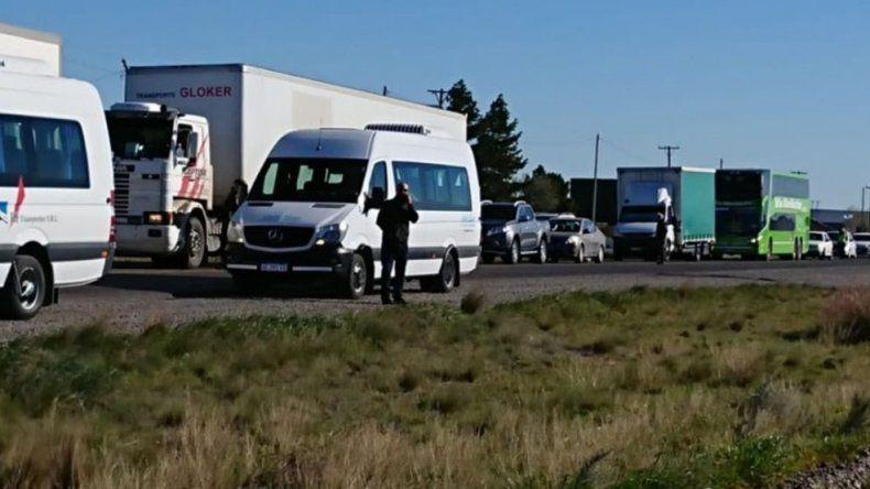 Trabajadores viales vuelven a cortar la ruta 3 en Trelew