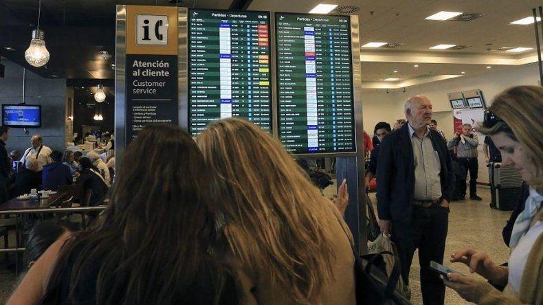 Pilotos de Aerolíneas lanzaron un paro de 48 horas