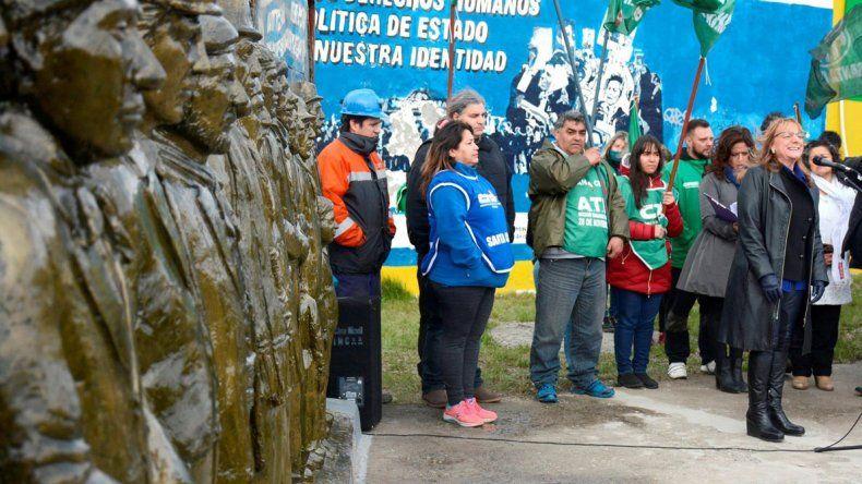 Alicia Kirchner presidió la inauguración del monumento a los obreros rurales fusilados durante las huelgas patagónicas de los años 1920 y 1921.
