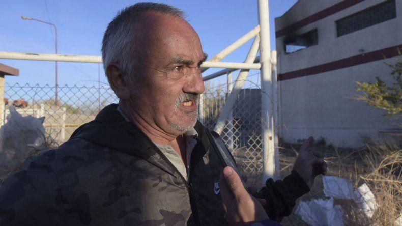 Demetrio González trabajó gran parte de su vida en la Guilford y es bombero voluntario.