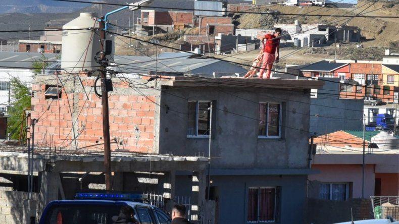 Desde el techo de su vivienda