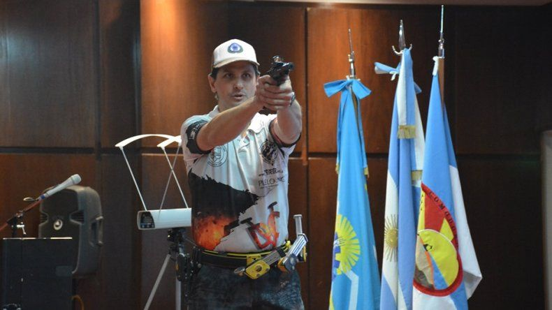 El barilochense Daniel Minaglia disertó en Comodoro Rivadavia sobre tiro práctico.