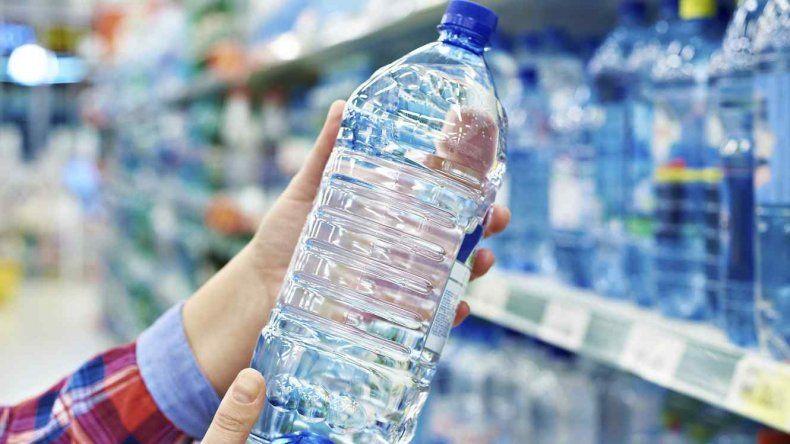 Prohibieron la venta de agua mineral, leche en polvo, dulces regionales y un aceite