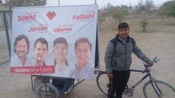 Candidato a concejal hace campaña en bicicleta