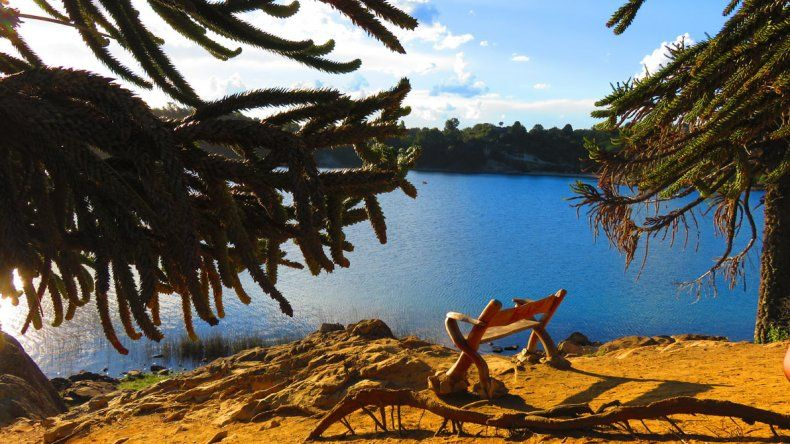 Pehuenia Moquehue en verano: montañas, lagos, bosques y playa