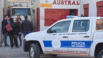 Héctor Barrientos fue aprisionado contra una pared por un camión que ingresaba en reversa al taller de Acumuladores Austral.