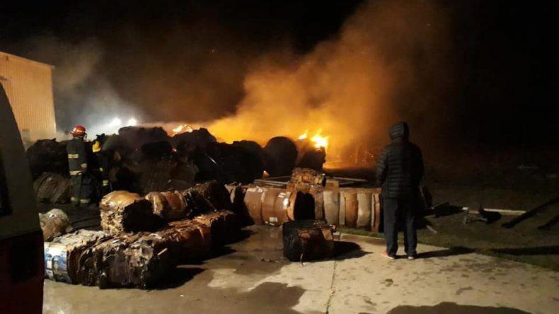 La planta de residuos sólidos de Sarmiento ardió por unas seis horas