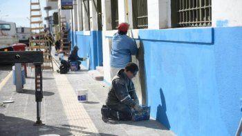 Trabajos de pintura, colocación de luminarias y cartelería integran los trabajos de refacción iniciados ayer.